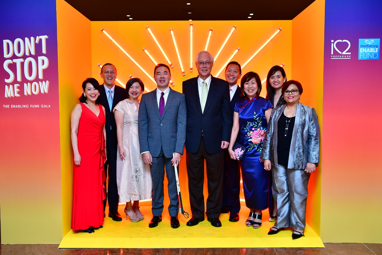 Picture of ESM Goh Chok Tong with iC2 Board of Directors and ED, Chairman and CEO of SG Enable and CEO of MediaCorp.